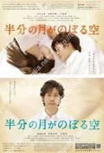 Hanbun No Tsuki Ga Noboru Sora (2010) afişi