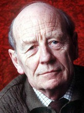 William Trevor profil resmi