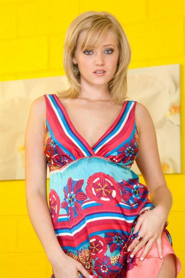 Blonde Teen Carli 8