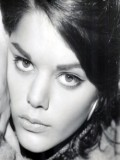 Tina Aumont profil resmi