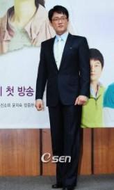 Lee Joo-seok (i) profil resmi