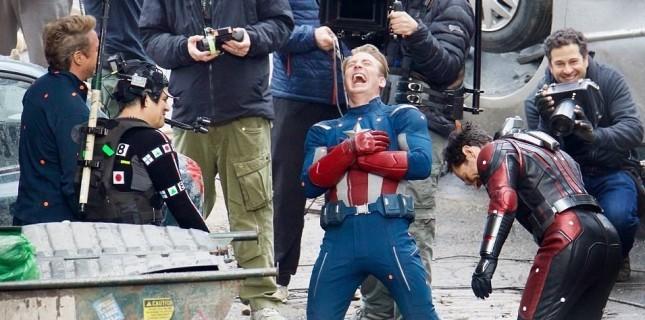 Avengers 4 setinden bol kahkahalı fotoğraflar (Galeri)